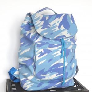 Plecak z tkaniny w niebieskie moro