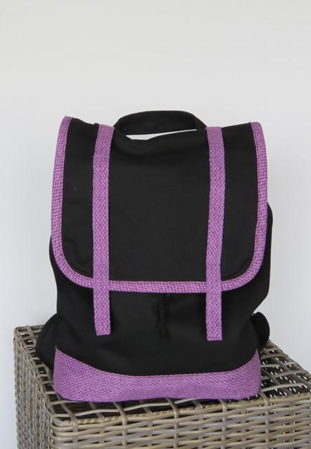 plecaczek-czarny-z-fioletowym-2