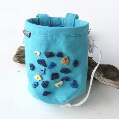 woreczek na magnezję błękitny z koralikami-1