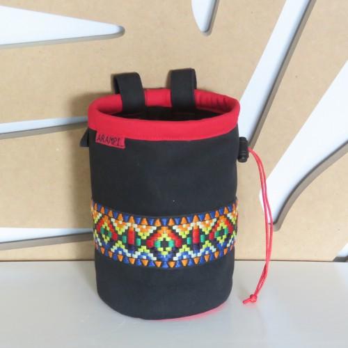 woreczek na magnezję z kolorową taśmą czarny