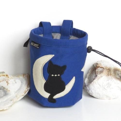 woreczek na magnezję z czarnym kotem